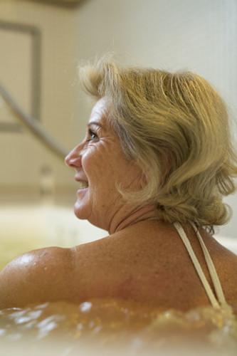 femme-soin-bain-thermal